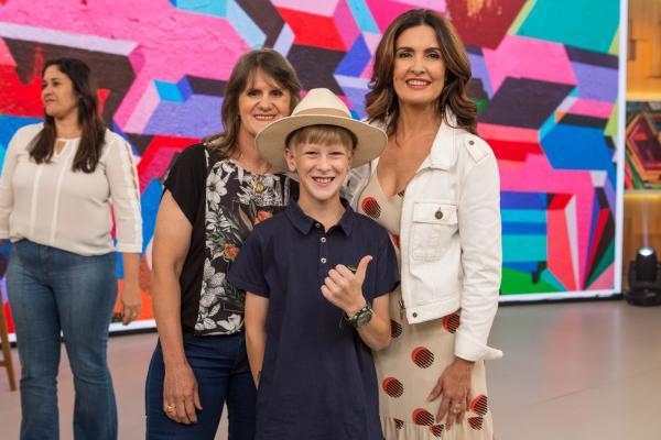 Paranaense que ficou famoso gravando vídeos da roça faz a festa no 'Encontro com Fátima Bernardes'