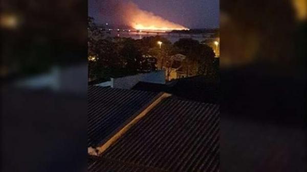 Área de mangue pega fogo na Ilha Grande, em Guaíra