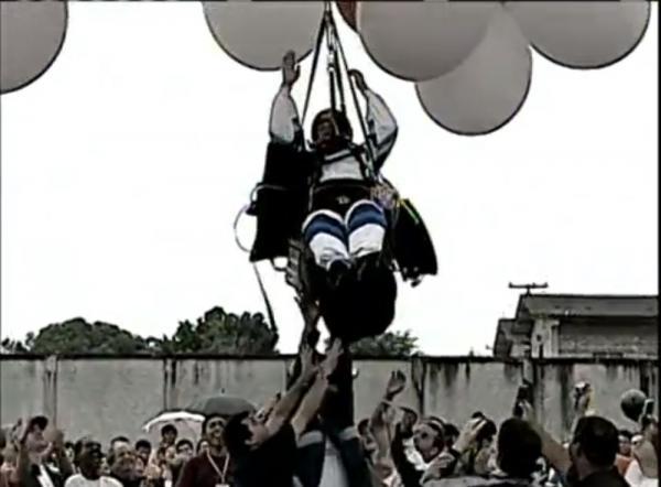 Após 10 anos, missa no Paraná homenageia padre que morreu ao voar com balões: 'ele ainda é muito lembrado', diz pároco