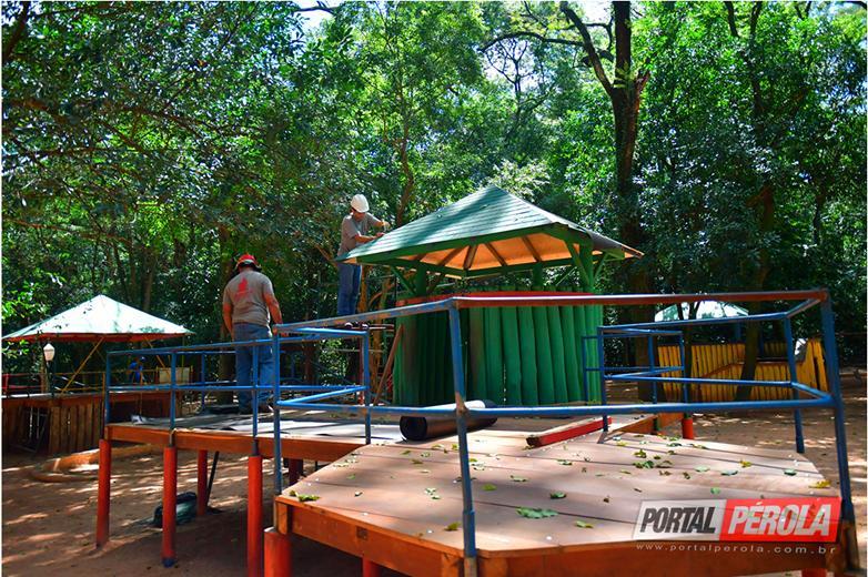 Prefeito Celso Pozzobom lamenta depredação de estrutura no Bosque Uirapuru