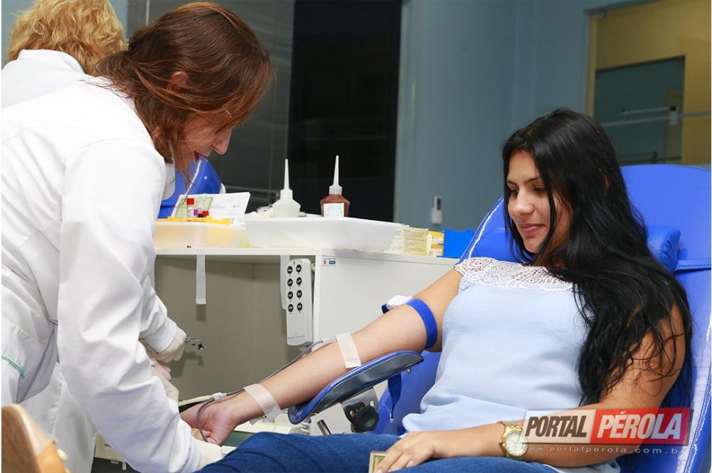 Estudantes da Unipar participam de campanha de doação de sangue
