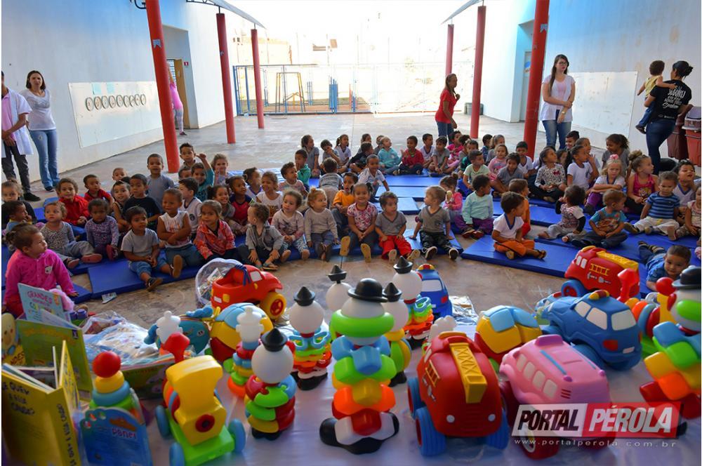 Educação infantil de Umuarama recebe kits com brinquedos pedagógicos