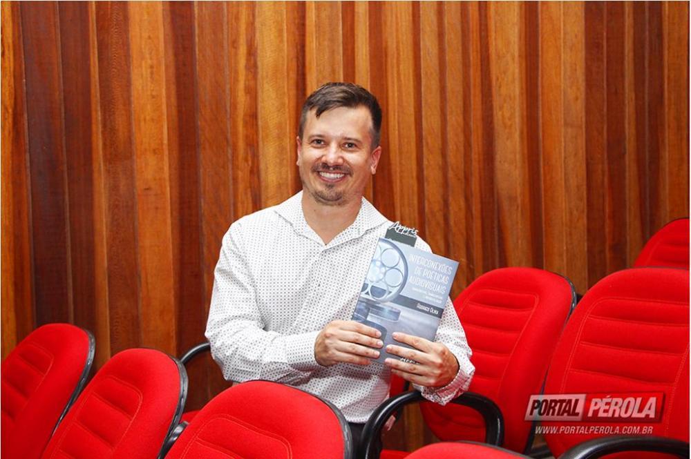 Professor da Unipar vai lançar livro no Intercom Sul