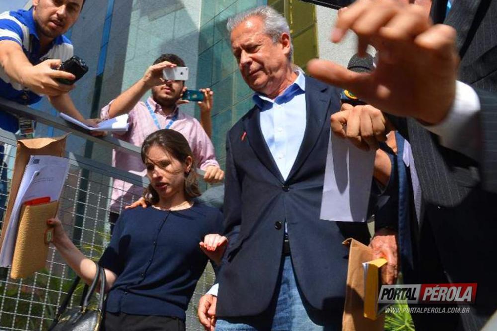 Até às 17 horas: José Dirceu deve se entregar à Polícia Federal