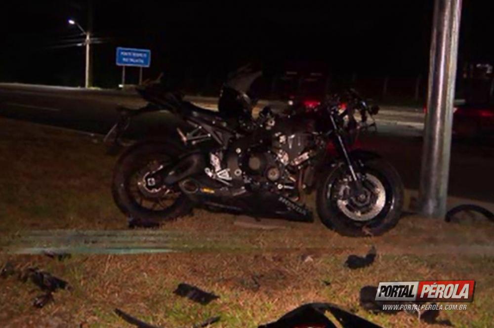 Motociclista morre ao chocar contra poste em Pinhais