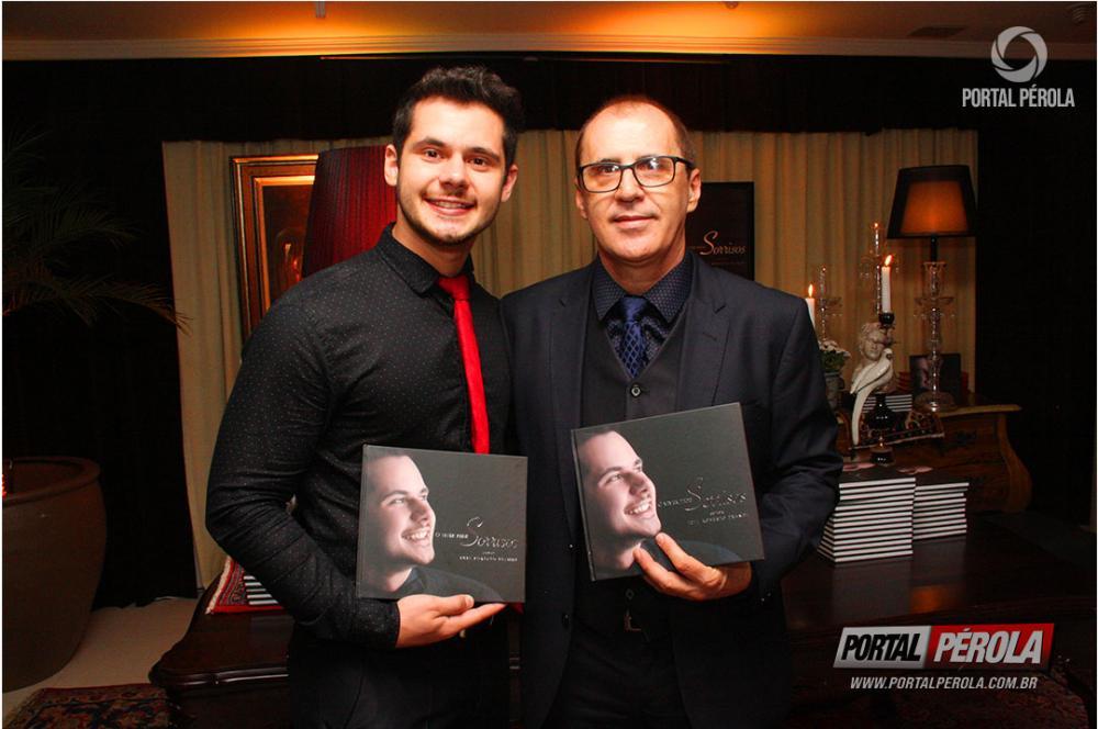 Professor Luiz Roberto Prandi lança o livro O Viver Pede Sorrisos