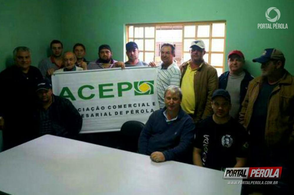 A Associação Comercial e Empresarial de Pérola realizará uma manifestação em prol a paralização dos caminhoneiros