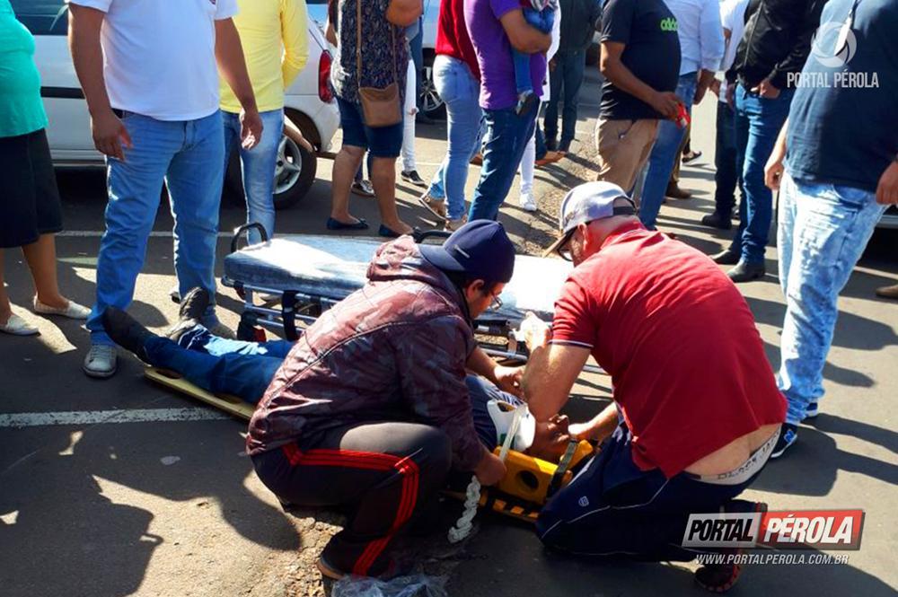 Motociclista bate ao ultrapassar carro pela direita em Pérola