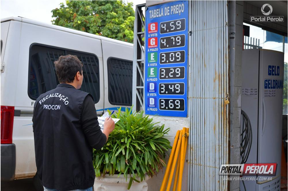Procon fiscaliza postos e alerta sobre obrigatoriedade de desconto no diesel