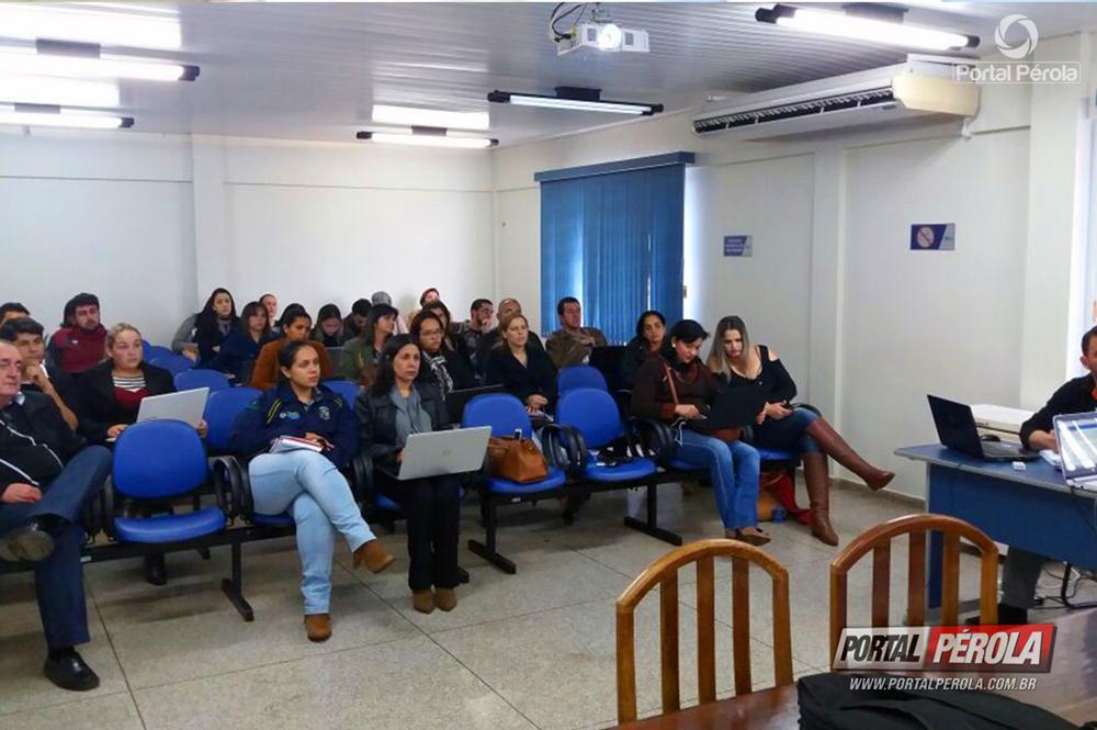 Funcionários do Cisa-Amerios participam de treinamento para operar novo sistema de dados