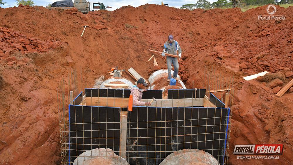 Prefeitura implanta galerias pluviais no Parque Irani em Umuarama