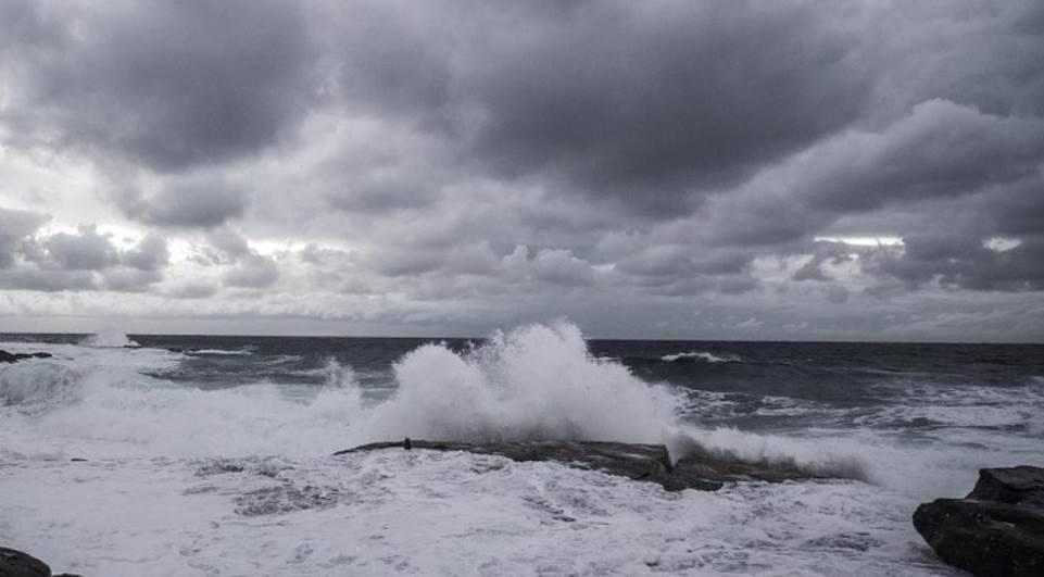 Marinha alerta para ondas de até quatro metros no Litoral