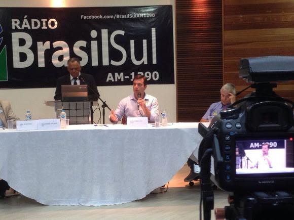 João Arruda anuncia congelamento das tarifas de água e luz no Paraná