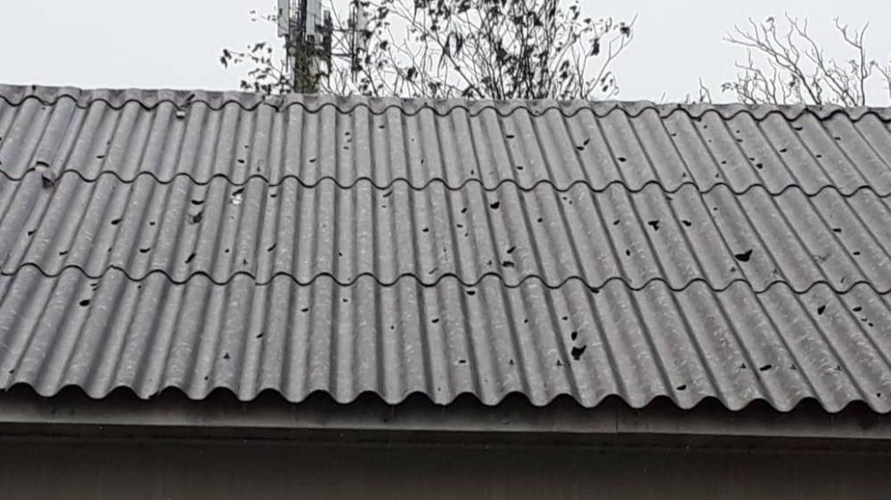 Centenas de casas são atingidas por chuva de granizo