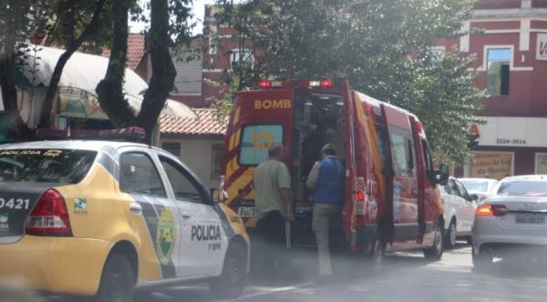 Briga por cliente acaba com dois taxistas feridos