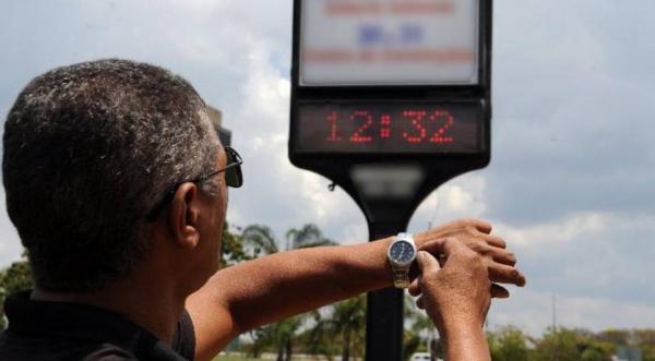 Relógios devem ser adiantados em uma hora em 10 Estados e no DF