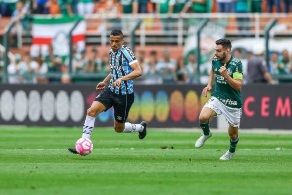 Cícero pode ser o sexto reforço do Botafogo para a temporada — Foto: Lucas Uebel/Divulgação Grêmio