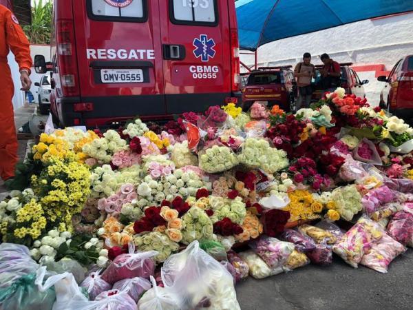 Muitas pessoas levaram flores para homenagear as vítimas da tragédia em Brumadinho - Ana Graziela Aguiar/TV Brasil