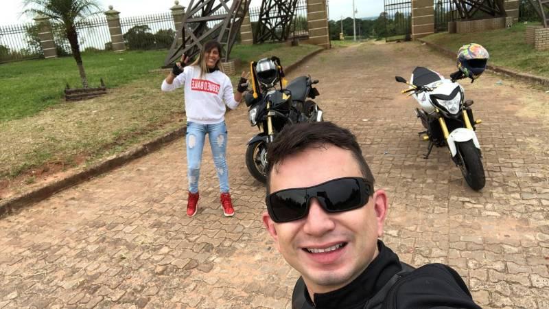 Motociclista fica em estado grave após colidir com poste na Praça Portugal