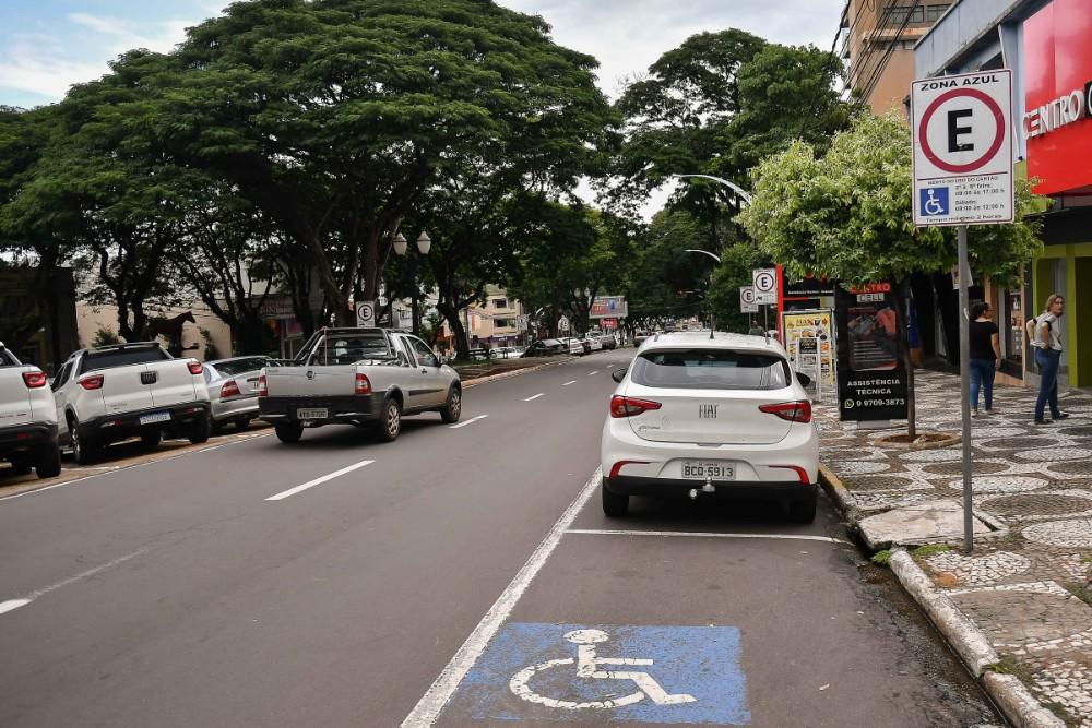 Motoristas devem ficar atentos à utilização das vagas especiais