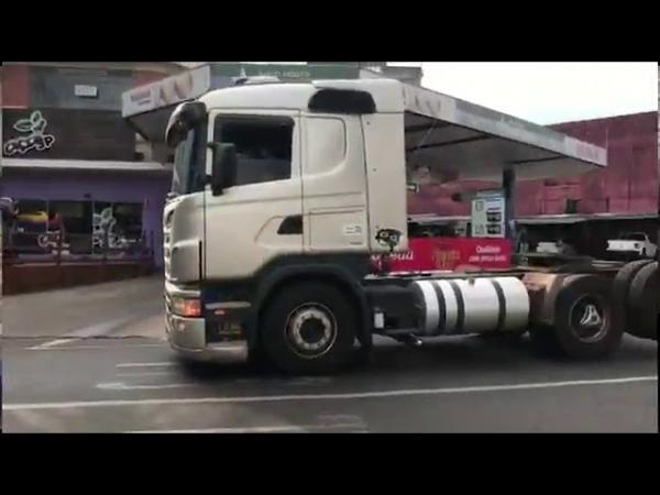 Em protesto, caminhoneiros fazem carreata pela principal avenida de Umuarama